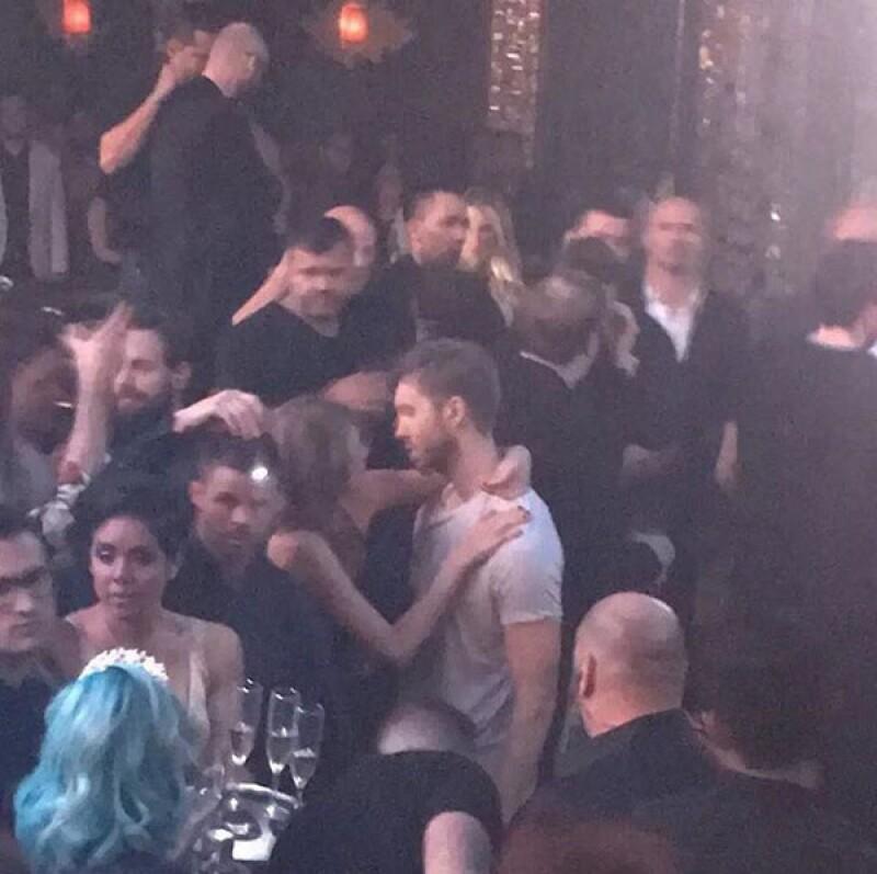 PDA Alert! La pareja estuvo más que cariñosa en Las Vegas, donde el dj ofreció un concierto para despedir el 2015.