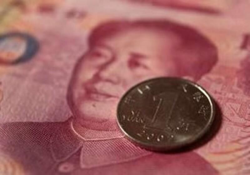 China intenta reducir la dependencia al dólar impulsando al yuan para el comercio y las finanzas. (Foto: Reuters)