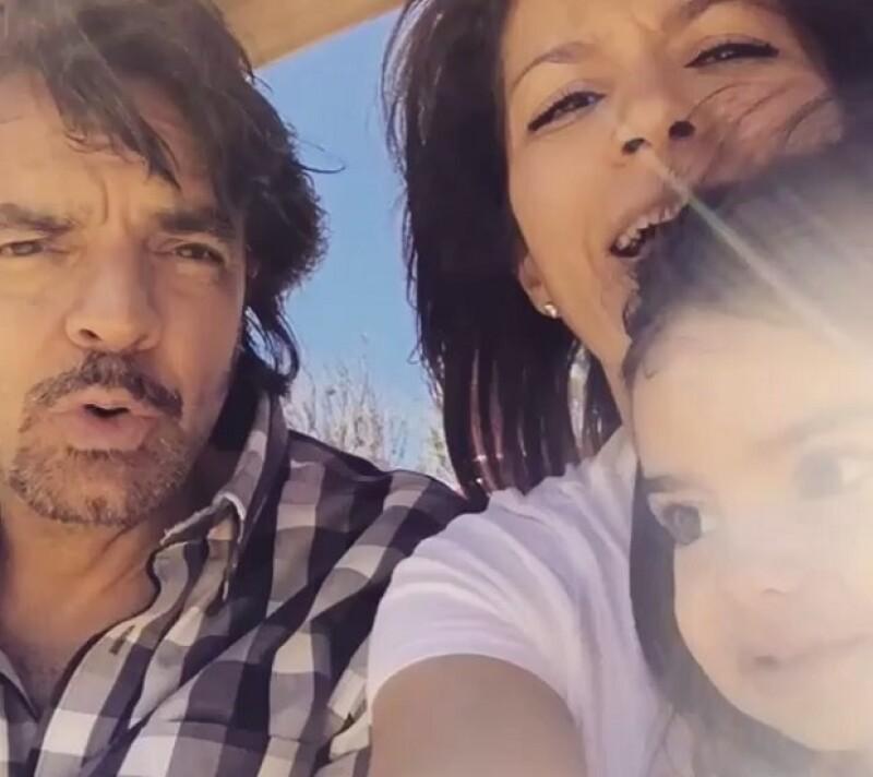 En un video compartido por Alessandra Rosaldo, se ve cómo el comediante disfruta de su pequeña hija en la resbaladilla.