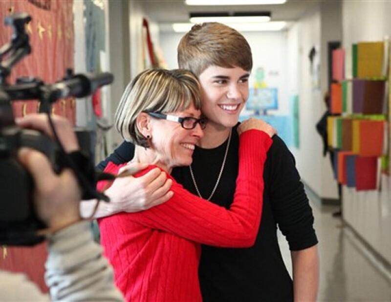 Justin Bieber convivió con la directora de la escuela primaria Whitney, Sherrie Gahn.