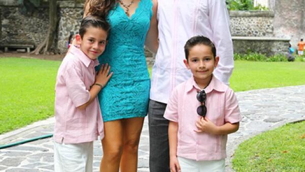 Tatiana y Mario del Bosque con sus hijos Mario y Manuel