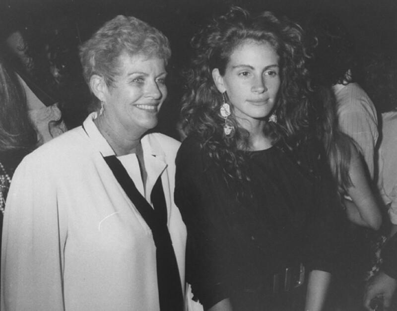 La madre de la actriz, Betty Lou, fue diagnosticada con cáncer de pulmón, sólo tres semanas después de que su hija, media hermana de Julia falleciera a causa de una sobredosis de drogas.