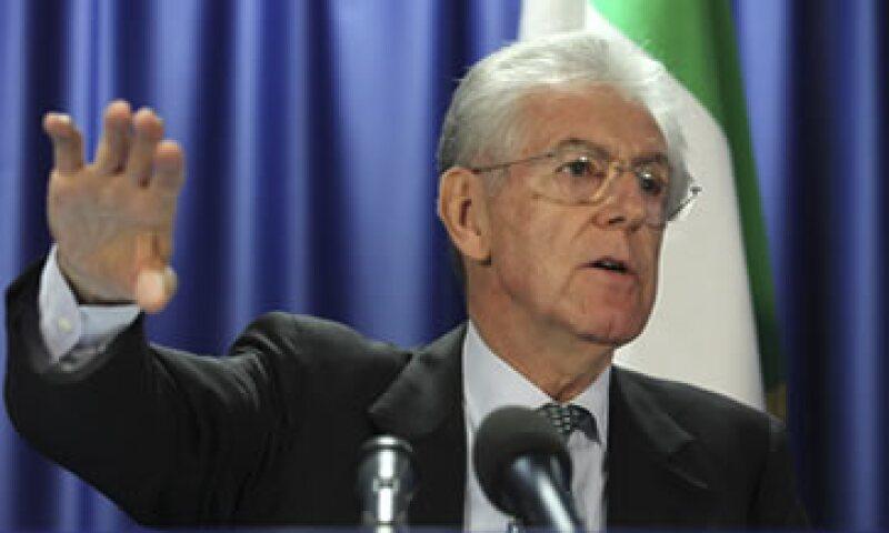 Monti está bajo una presión enorme para convencer a los mercados de que podrá hacer que el Parlamento apruebe el paquete de reformas. (Foto: AP)