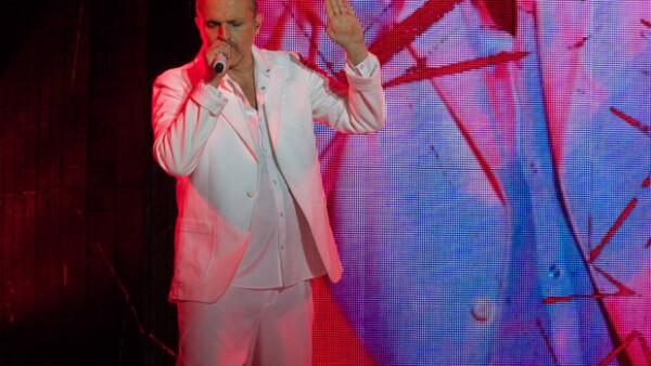 La presentación del cantante español se vio ensombrecida por un lamentable suceso, ya que un miembro del staff murió en el cuarto de hotel en donde se hospedaba el equipo.