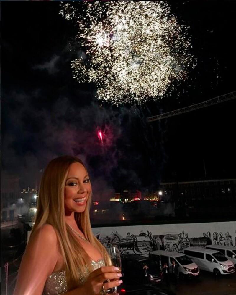 La cantante agradeció las sorpresas de la noche, entre ellas, fuegos artificiales.