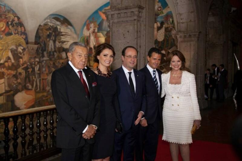 La pareja presidencial a lado de Miguel Alemán Velasco y su esposa Christiane Magnani.