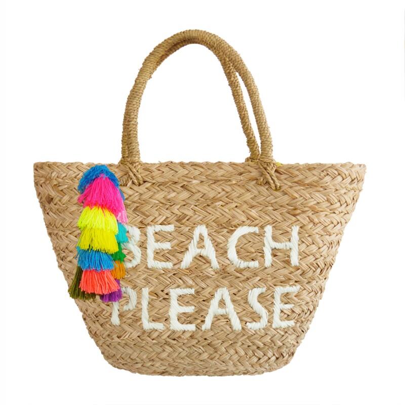 Una bolsa tejida con una frase divertida le dará un twist a tu outfit.  (Cortesía de la marca) 6253f1aae30