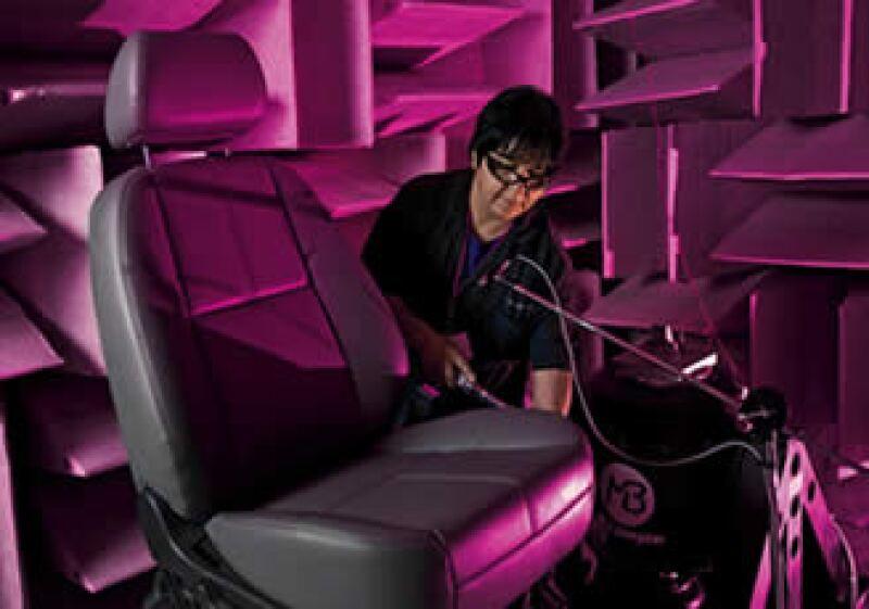 Lo que se constata en los laboratorios es la calidad de las autopartes y, con ello, la posibilidad de integrarse a la cadena automotriz. (Foto: Gabriel Cardona)