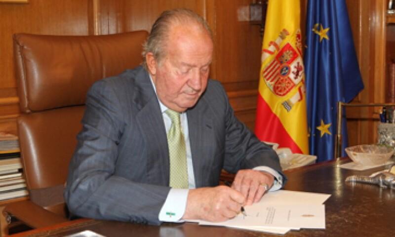 Tras 40 años en el trono, el rey Juan Carlos comunicó su decisión de abdicar en su hijo Felipe. (Foto: Getty Images )
