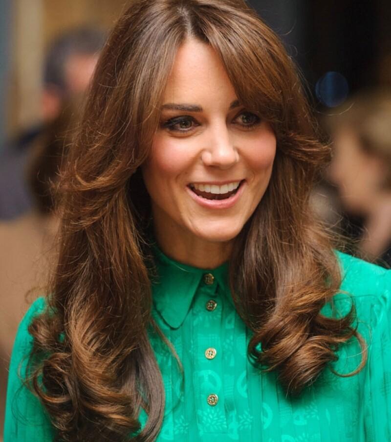 La duquesa asistió estrenando look al Natural History Museum ´s Treasure en Londres.