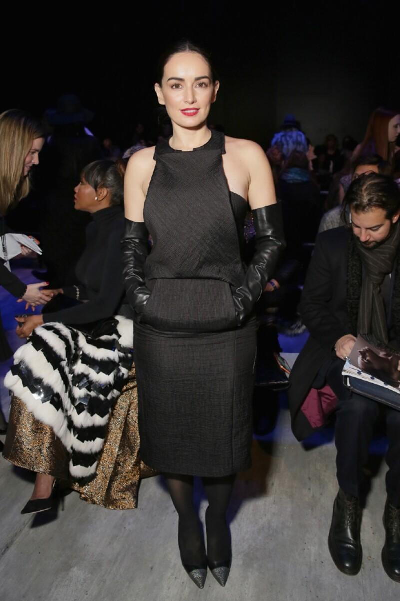 Este es el look que la veracruzana eligió para su asistencia al importante desfile de modas.