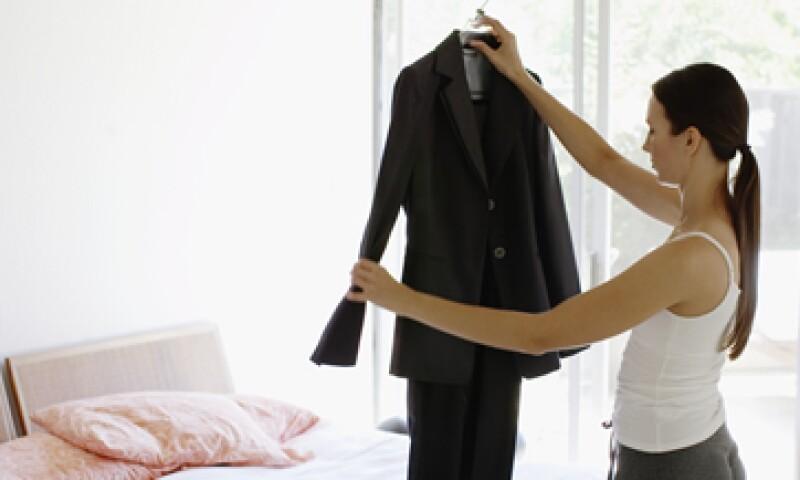 """""""Siempre hay que atreverse. Cada mañana debes agregar a tu outfit algo que sea divertido"""", dice el estilista Manuel Valdespino. (Foto: Getty Images)"""