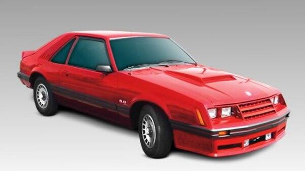 Modelo 1982 Mustang GT. A diferencia de sus predecesores a este modelo se le integr� un carburador de cu�druple cuerpo
