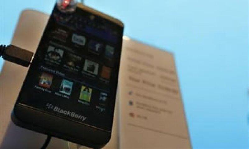 BlackBerry inventó el concepto del correo electrónico en el móvil con sus dispositivos que incorporaron un pequeño teclado. (Foto: Reuters)
