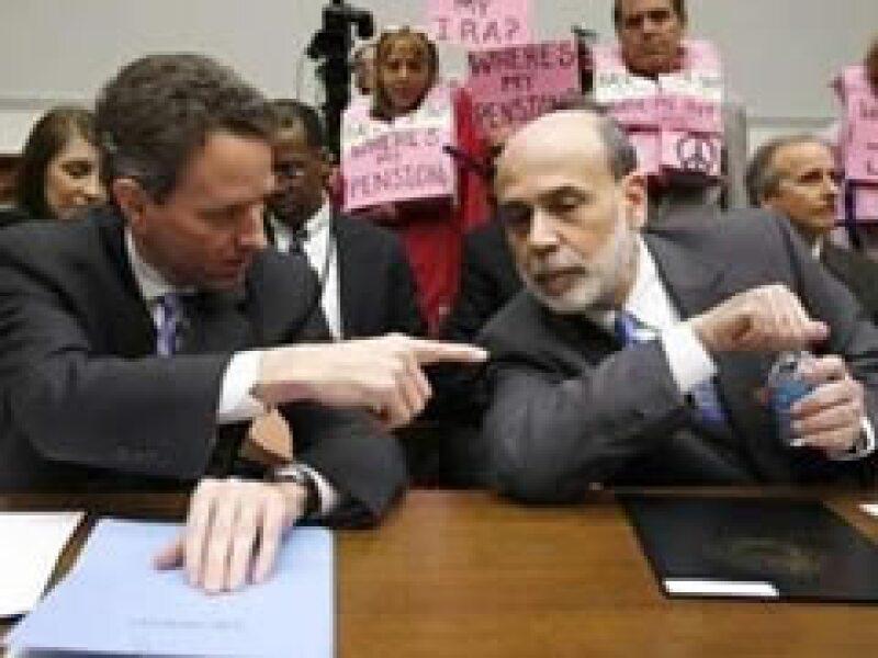 Timothy Geithner y Ben Bernanke se reunieron este martes con legisladores estadounidenses. (Foto: Reuters)
