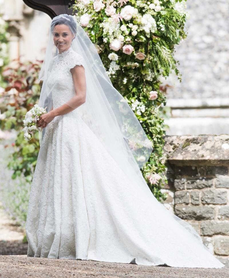es oficial! Él es el diseñador del vestido de novia de pippa middleton
