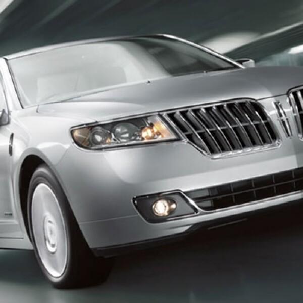 El motor equipa 2.5 litros que combina los mejores atributos del impulsor de gasolina con el eléctrico de batería para ofrecer un rendimiento óptimo y un ahorro de combustible excelente.