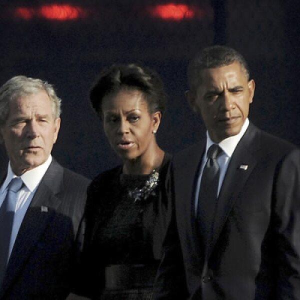"""""""Dios es nuestro amparo y fortaleza"""", dijo el presidente Barack Obama al leer un pasaje bíblico. El mandatario y su antecesor, George W. Bush, encabezaron la ceremonia en NY por el décimo aniversario de los ataques."""