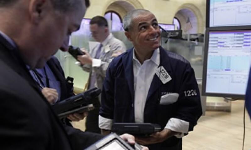 Las acciones estadounidenses avanzaron este jueves tras darse a conocer una inflación apagada en EU. (Foto: Getty Images)