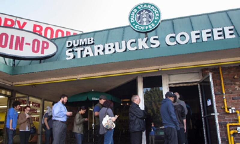 La tienda regaló cafe durante el fin de semana. (Foto: Reuters)