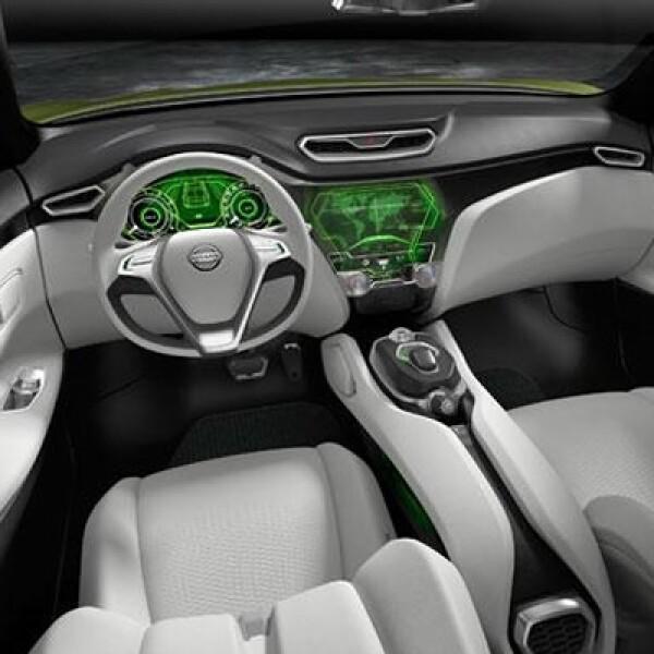 En el interior ofrece capacidad para siste pasajeros, amalgama tonalidades claras en los asientos, volante y paneles de puerta, junto a otras oscuras en el resto del habitáculo