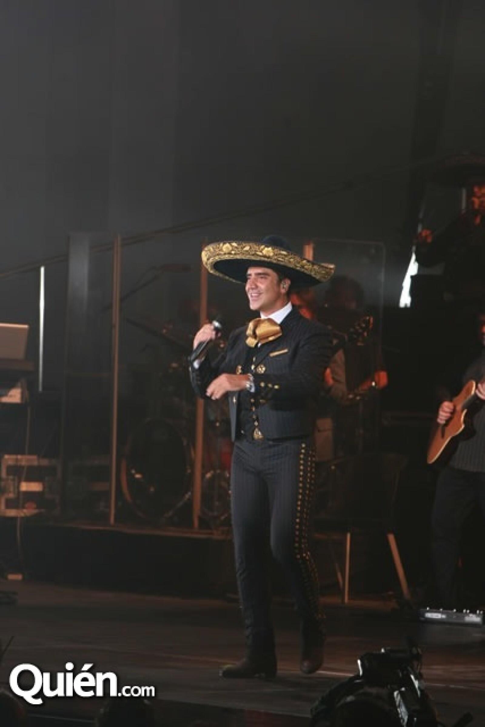 El cantante mostró toda su simpatía arriba del escenario.