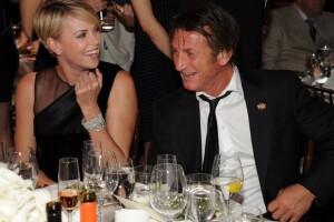 El romance entre Charlize y Sean fue confirmado por el periodista Piers Morgan en su columna.
