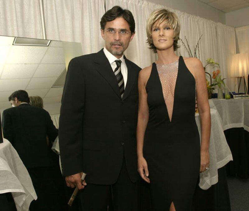 26 años de casados y Humberto Zurita y Christian Bach están más que enamorados.