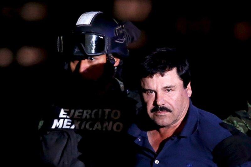 Horas después de su captura, el secretario de gobernación Osorio Chong presentó al famoso narcotraficante en hangar de la PGR.