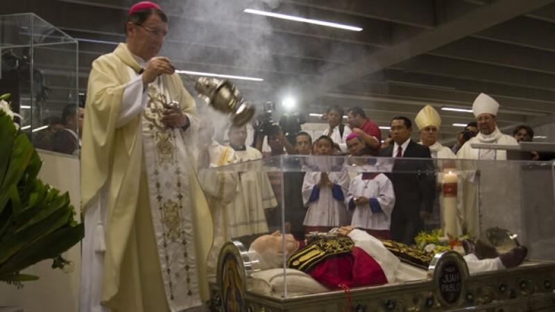 Cientos de personas acudieron a la misa oficiada por la canonización de Juan Pablo II y Juan XXIII en la Basílica de Guadalupe, Ciudad de México