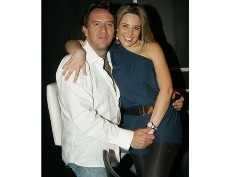 Arturo Montiel hijo está casado desde 2006 con Lorena, con quien tiene dos hijos y radican en Miami.