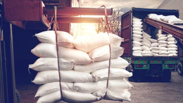 Mantener el acceso al mercado estadounidense beneficiará a productores de caña y a los ingenios que se ubican en 15 estados de la República, de acuerdo con la Secretaria de Economía.