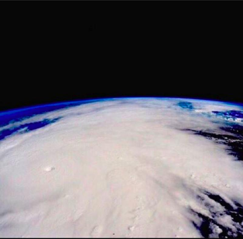 Alex agradeció por que no pasó a mayores el paso del huracán Patricia.