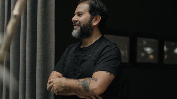 El chef Enrique Olvera apoya a los migrantes afectados por el coronavirus.
