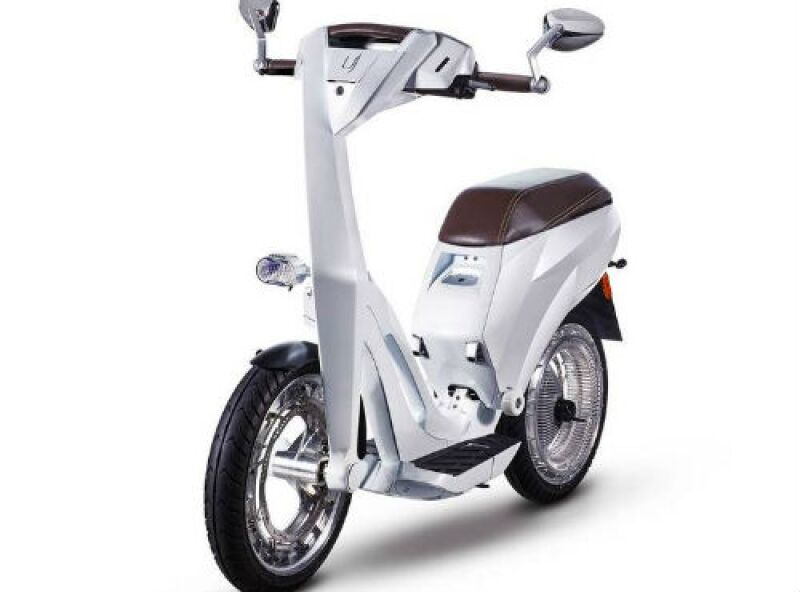 Ujet scooter el�ctrico ruso