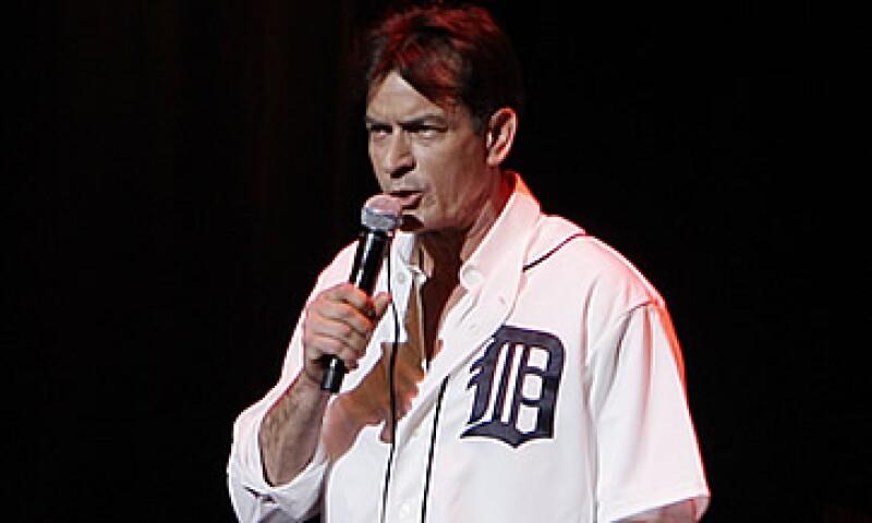 El personaje Charlie Harper, un soltero y mujeriego interpretado por Sheen ayudó a convertir al programa en la comedia más vista de la televisión de Estados Unidos. (Foto: AP)