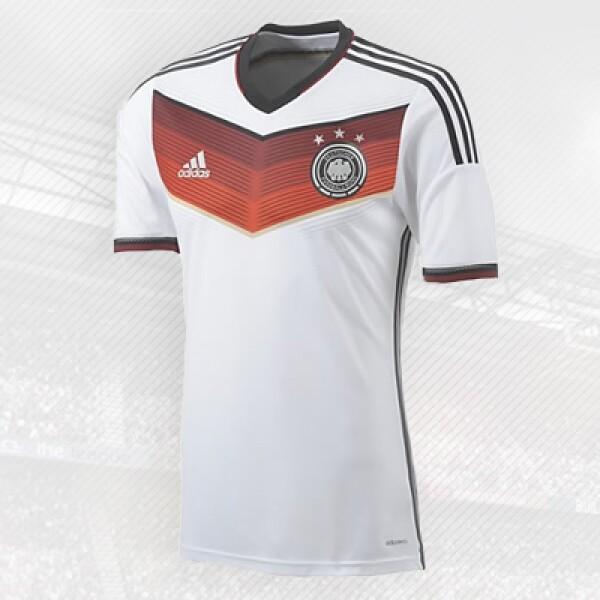 La escuadra teutona usa la playera elaborada por la compañía de casa, Adidas.