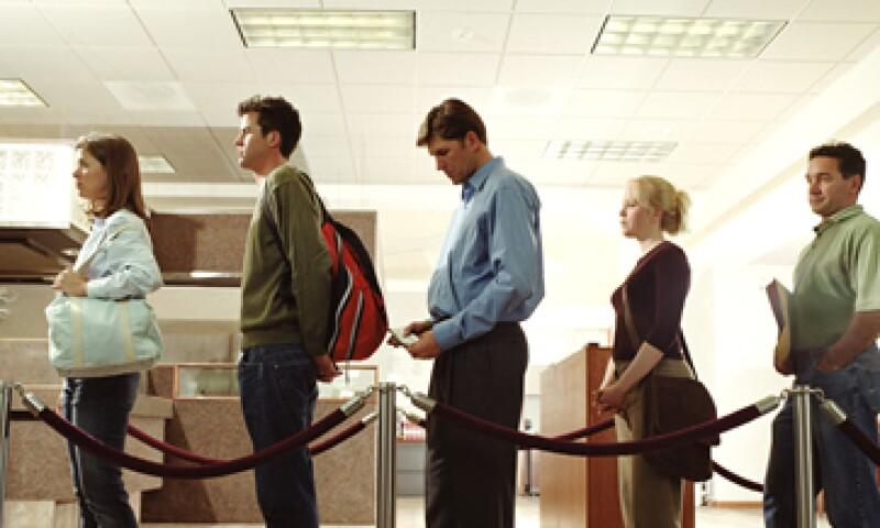 Las sucursales del banco estarán abiertas por un periodo corto para que aclaren dudas e informen a clientes. (Foto: Getty Images)