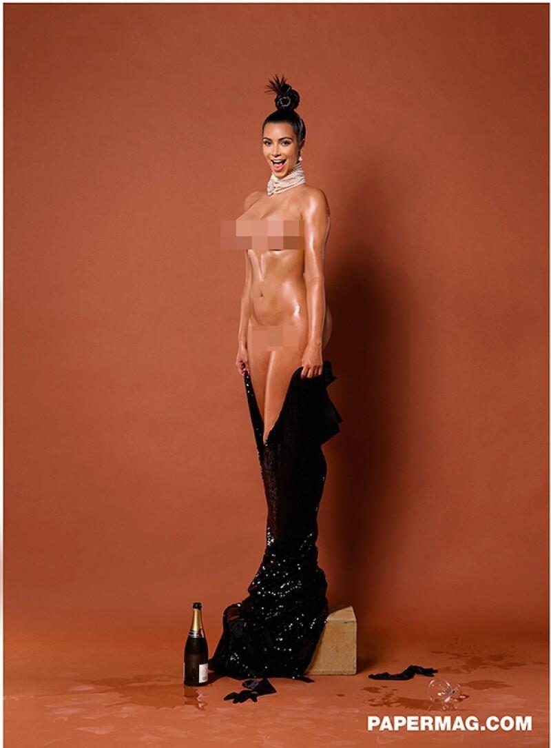Kim posó totalmente densuda para la revista, ahora se revelan fotografías de la parte frontal de su cuerpo.
