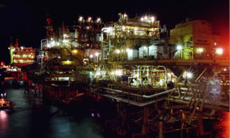 La Sener prevé que Pemex produzca 3.35 millones de barriles de crudo diarios en 2026, desde los 2.55 millones al cierre de 2011. (Foto: Cortesía Pemex)