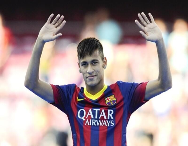 Bruna (novia de Neymar) no suele posar en bikini pero le encanta demostrar sus curvas-