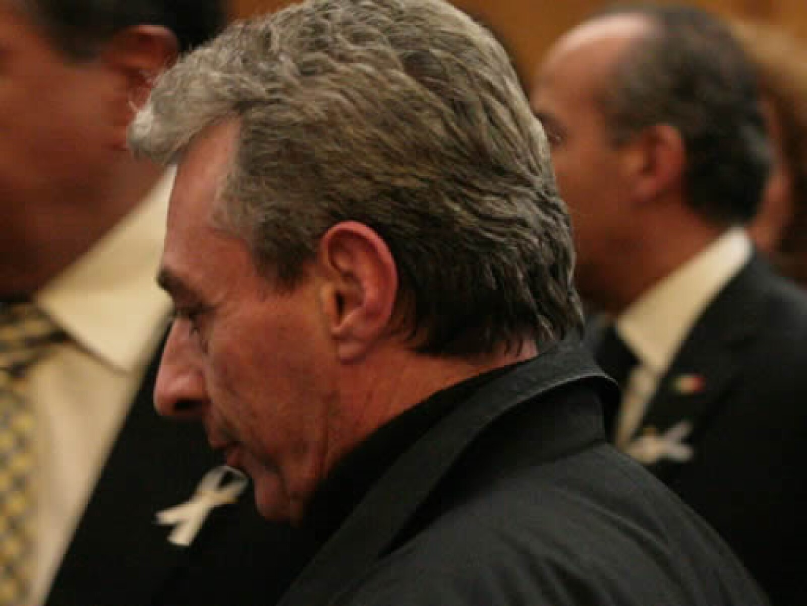 El actor César Costa acudió a la celebración para dar sus condolencias.