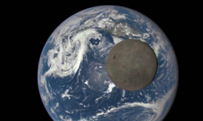Es la primera vez que podemos ver así el lado oscuro de la Luna. (Foto: NASA)