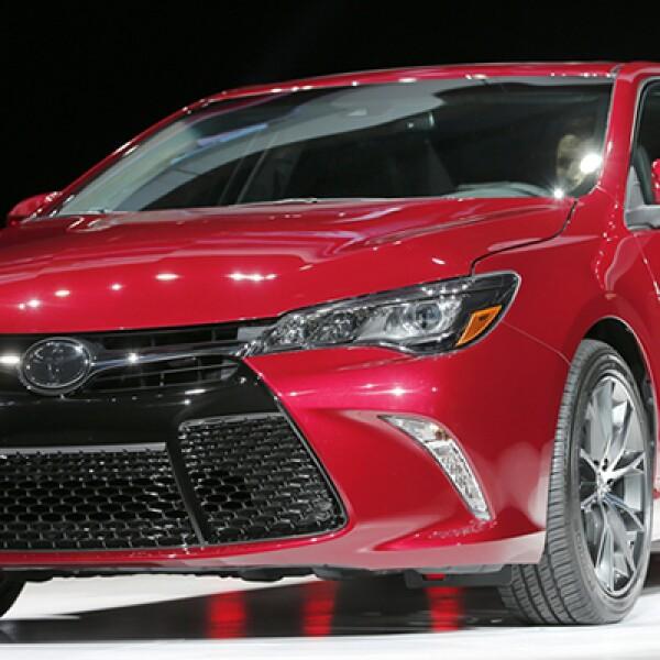 La japonesa lució su nuevo Corolla con un innovador sistema de ahorro de gasolina.