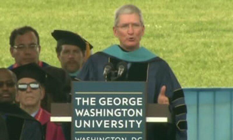 Cook pidió a los universitarios que usaran la moral como guía en su vida. (Foto: CNNMoney )