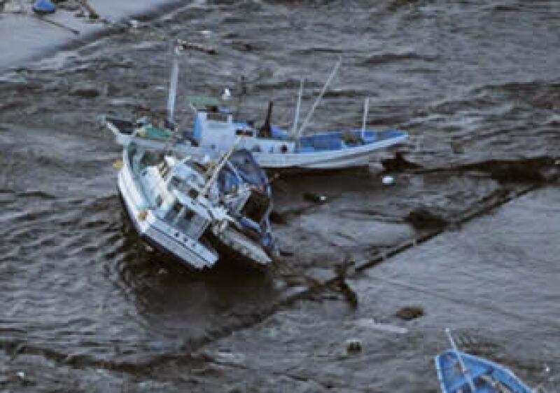 Japón pidió ayuda a EU para labores de rescate tras el sismo de 8.9 grados (Foto: Reuters )