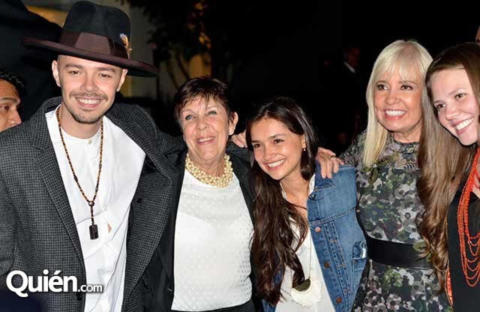 Jesse,Conchis Tavera,Mónica Huerta,Carla Estrada y Joy.