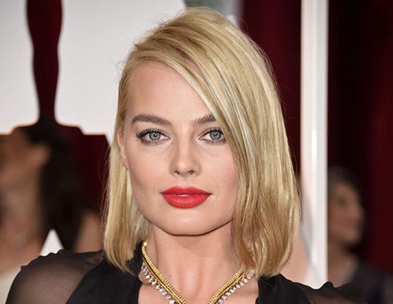 Margot Robbie lució todas las tendencias de belleza de la temporada.