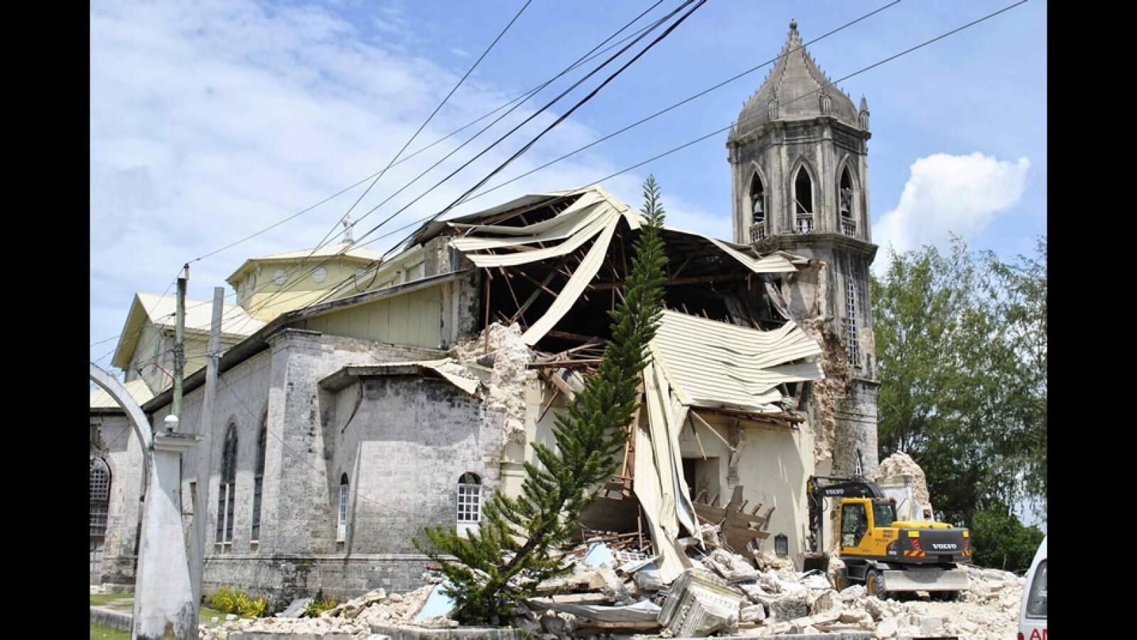 iglesia derrumbada por el terremoto