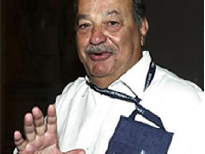 Carlos Slim a su llegada a Cartagena, Colombia. (Foto: Reuters)